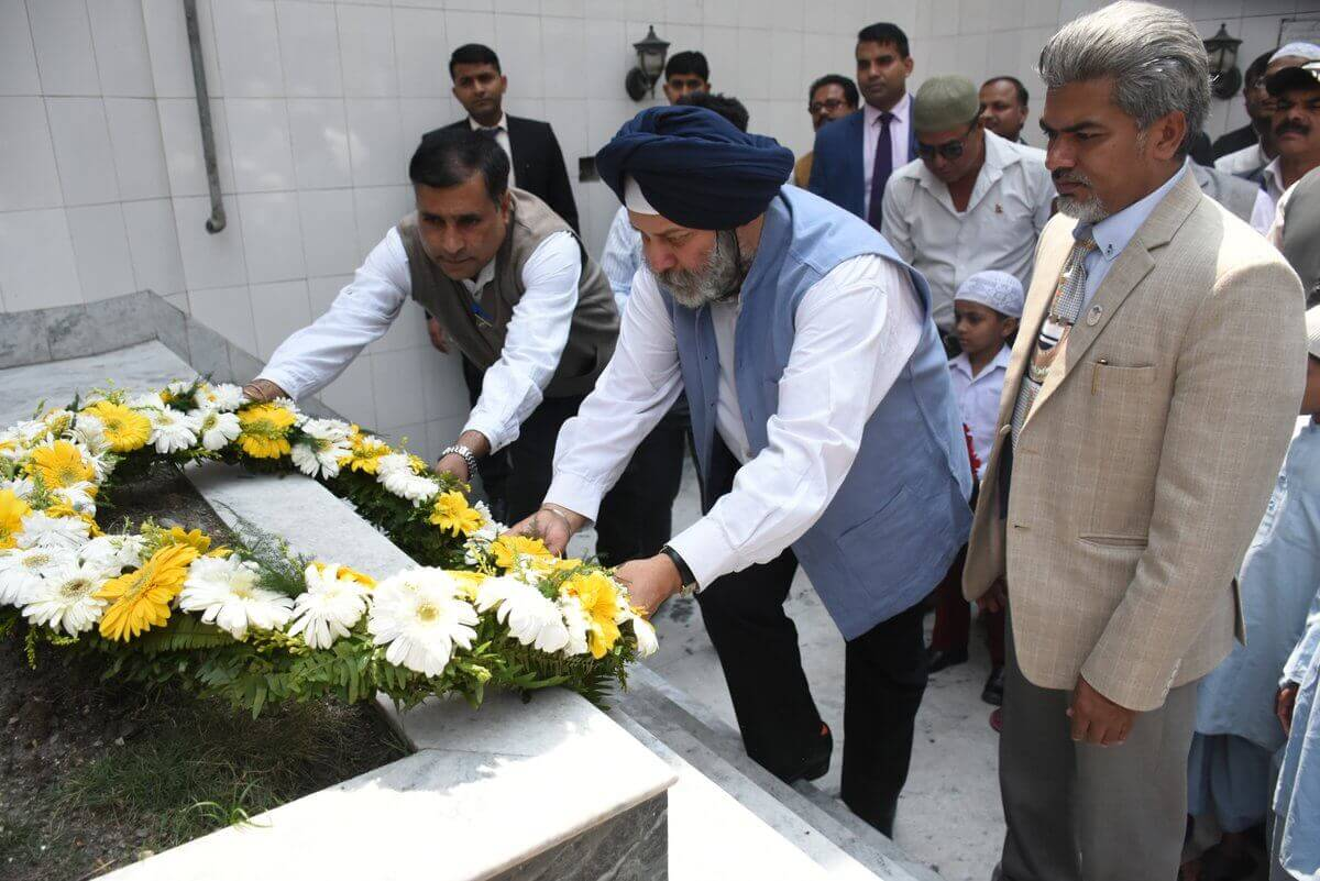 Indian Ambassador to Nepal Manjeev Singh Puri lays a wreath at the tomb of Begum Hazrat Mahal, who stood up to the British in India in 1857, at Jame Masjid in Kathmandu to commemorate her 139th death anniversary in Kathmandu on Thursday.