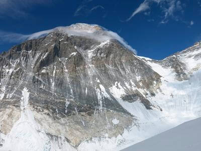 American climber dies on descent from summit of Mount Everest