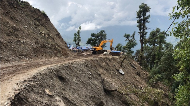 Nepal building a highway to Everest